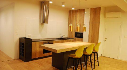 Dizajnová dubová kuchyňa