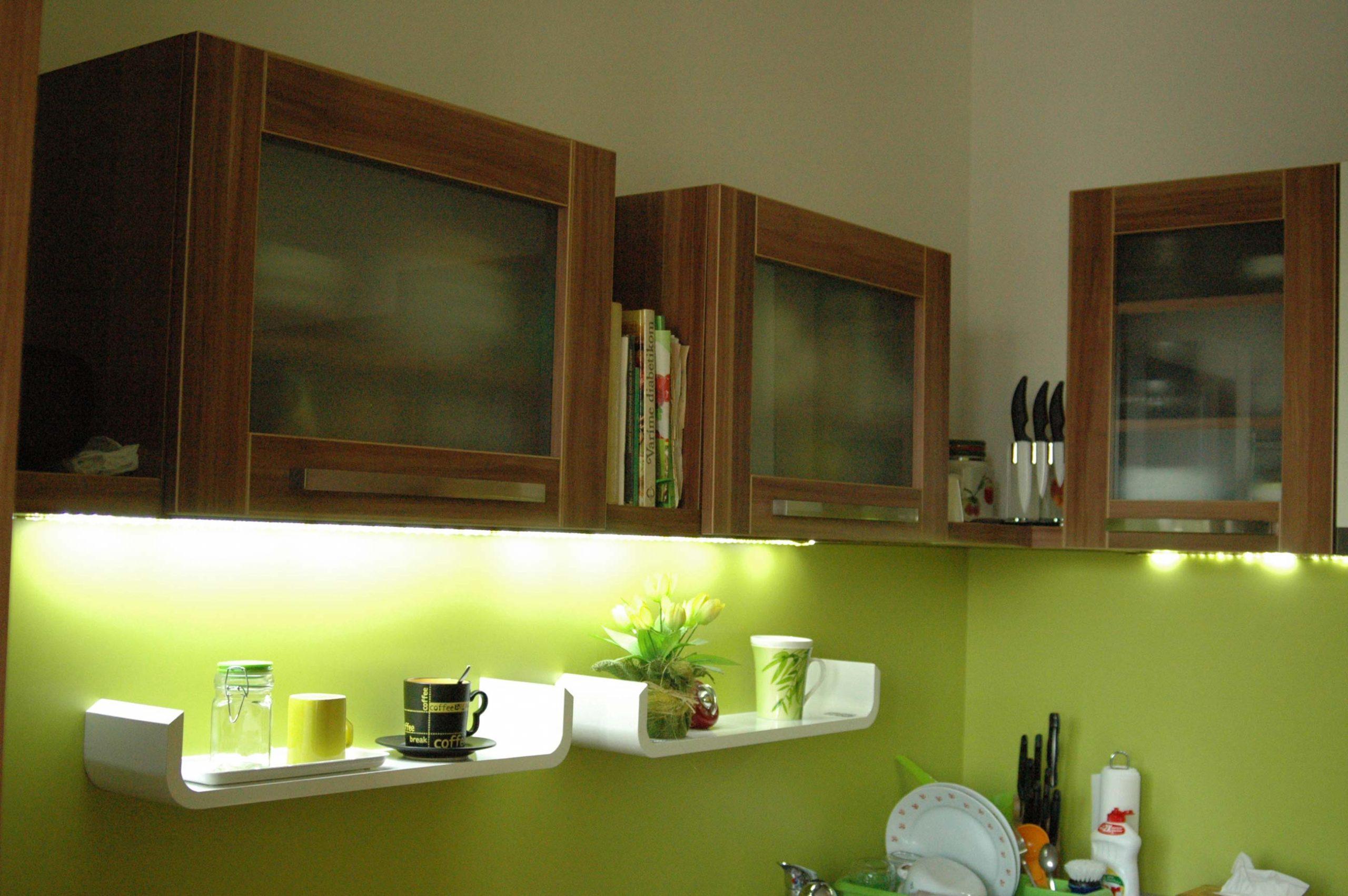 Krémová kuchyňa vo vysokom lesku