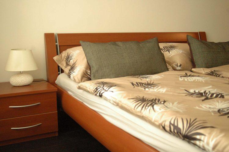 Spálňa v dekore calvados