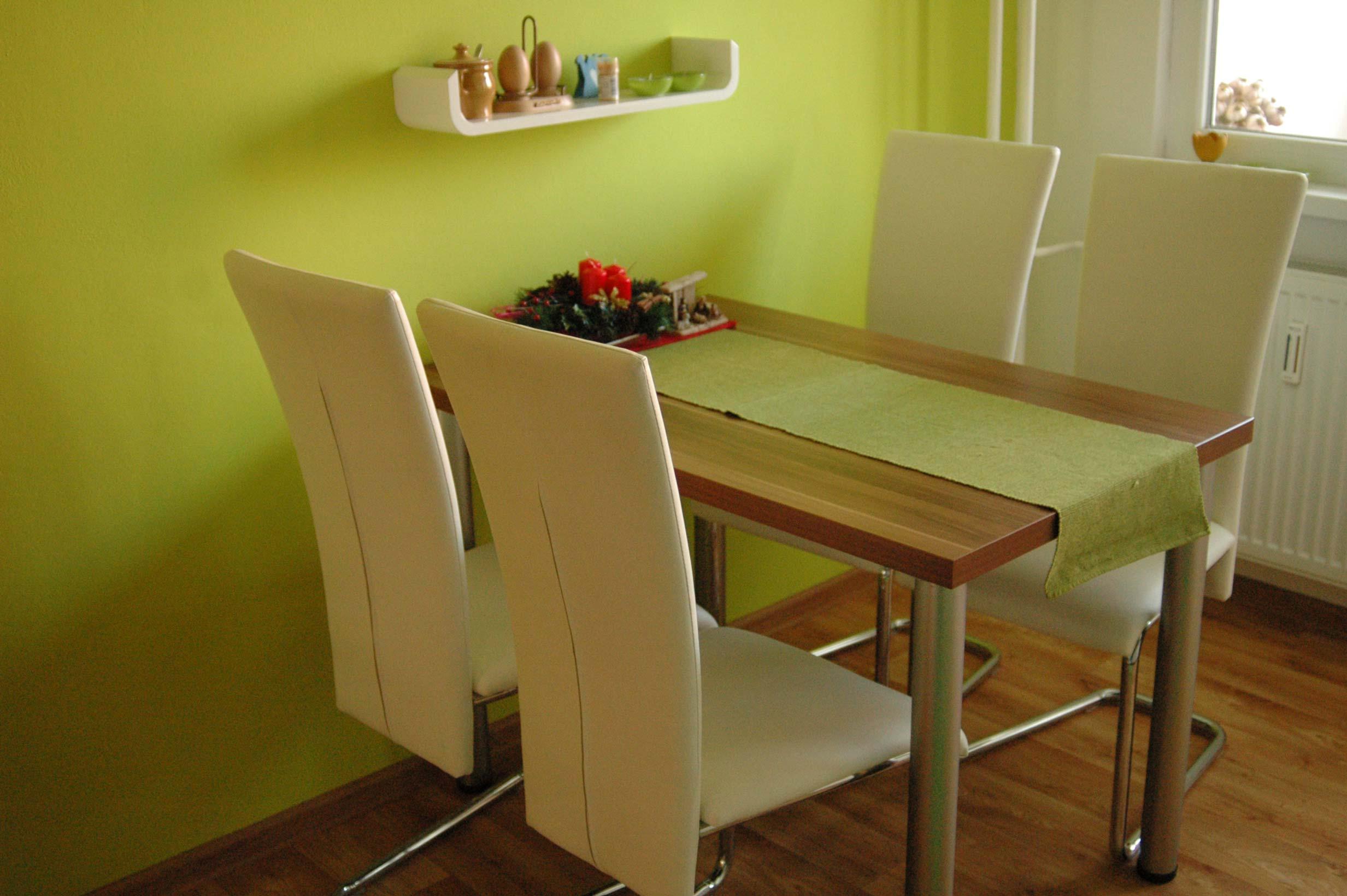 Stoličky v krémovej farbe